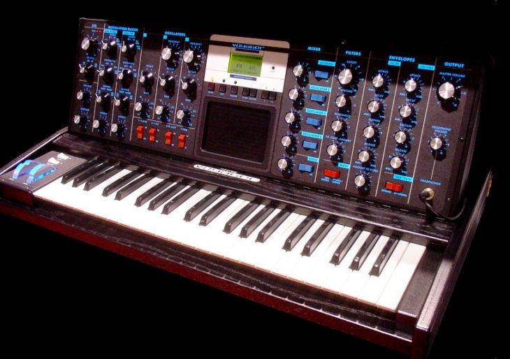 Minimoog Voyager Electric Blue