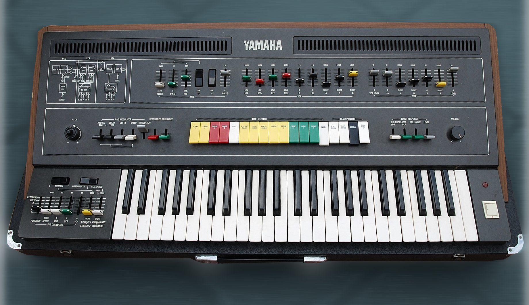 Blue box yamaha cs 50 synthesizer for Yamaha 221 vs 222