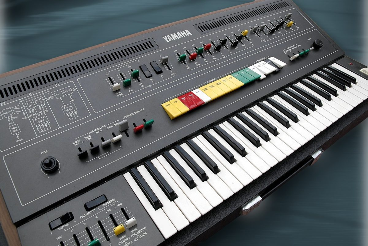 Yamaha CS50 v. Links