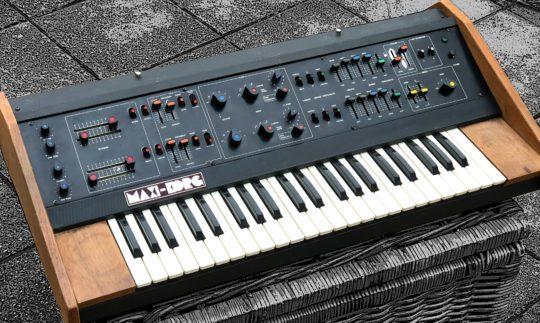 Blue Box: Maxi-Korg 800DV, Analogsynthesizer
