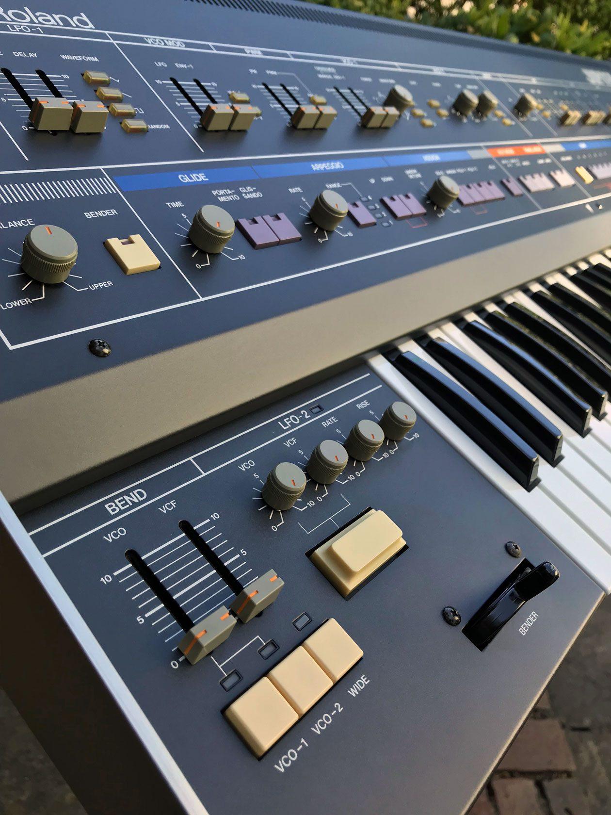 Blue Box: Roland Jupiter-6, Polyphoner Analogsynthesizer