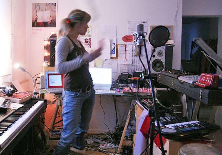 "Album Release & Interview: Alice Rose ""Mora"""