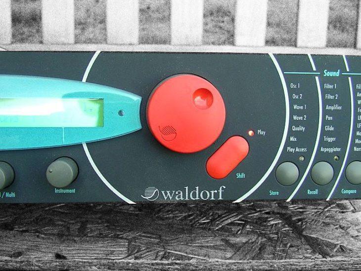waldorf microwave II wavetable synthesizer