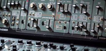Blue Box: Roland System-100 Modular-Synthesizer