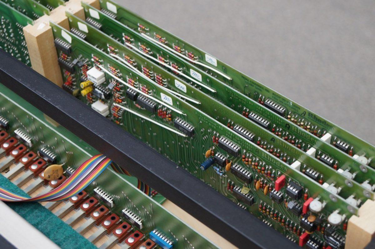 Der Chroma verwendet CEM 3360 Dual VCA Bausteine