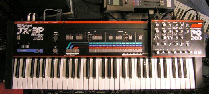 Roland JX-3P mit aufgesetztem Programmer PG-200