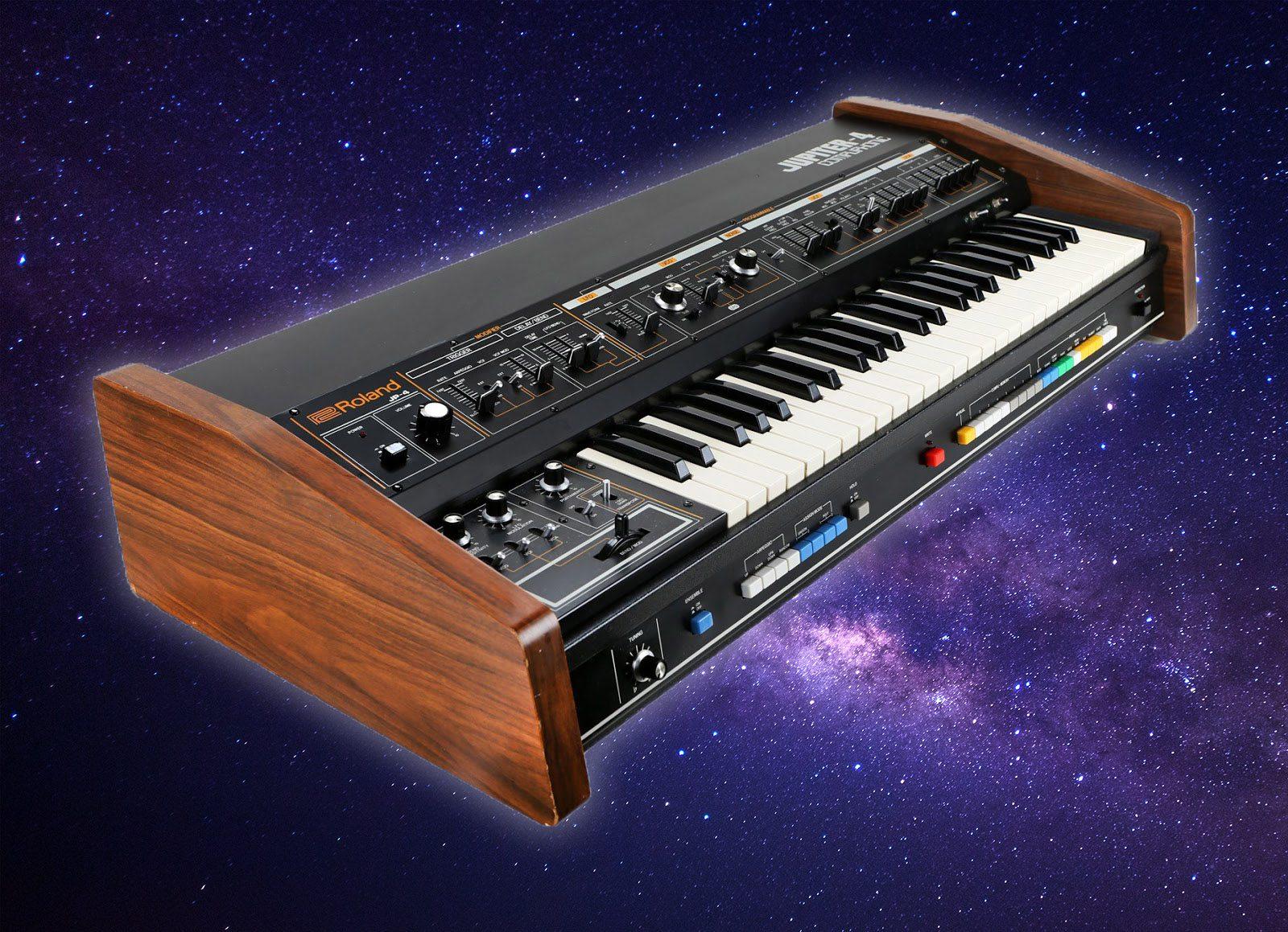 Blue Box: Roland Jupiter-4 Synthesizer - AMAZONA de