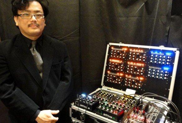 Shin Arakawa mit seinem REON Modularsystem