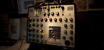 Blue Box: EMS VCS3 / Synthi AKS, Synthesizer