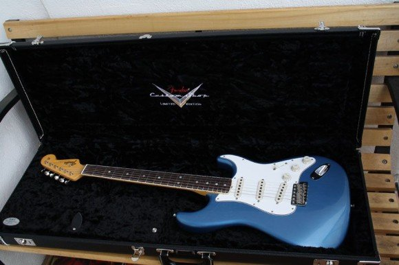 -- Custom Shop Strat plus Koffer --