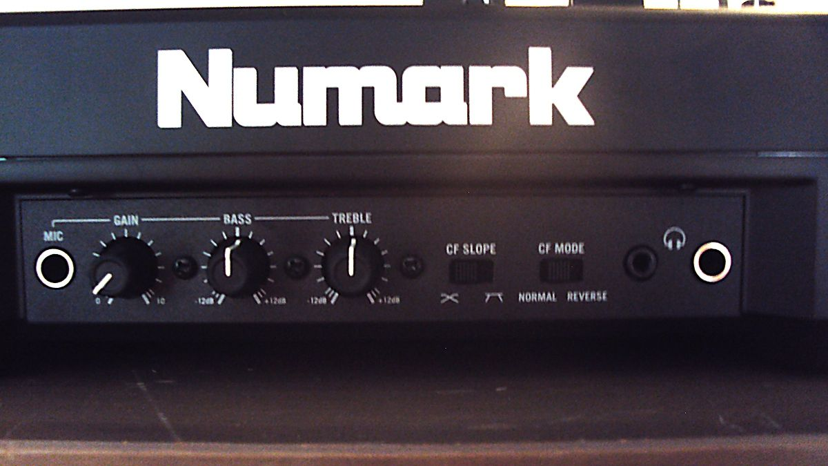 Test: Numark, Mixdeck Quad, DJ Mixer - AMAZONA.de