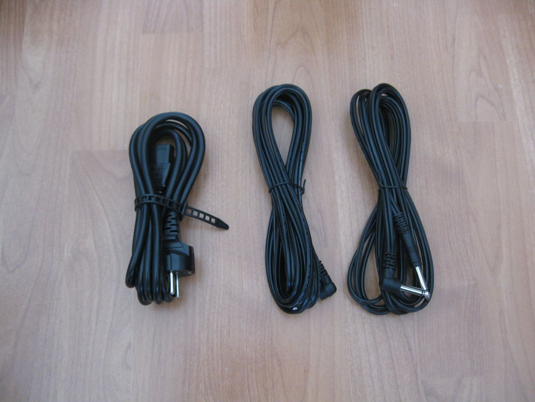 test roland cm 110 2 1 soundsystem. Black Bedroom Furniture Sets. Home Design Ideas
