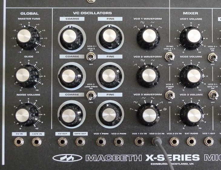 Die Poti-Kombi Coarse/Fine steigert die Möglichkeiten des Sounddesigns.