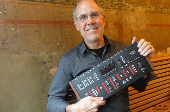 Dave Smith mit Prophet 12 Rack