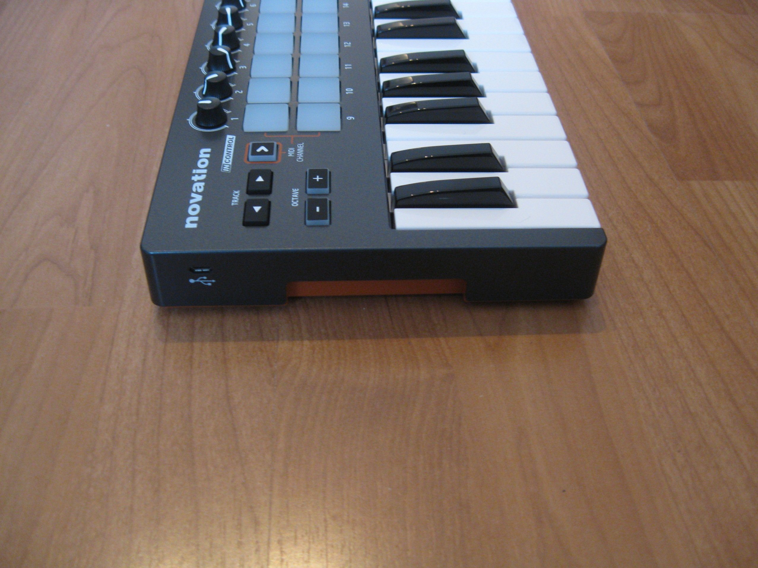 test novation launchkey mini usb midi controllerkeyboard. Black Bedroom Furniture Sets. Home Design Ideas