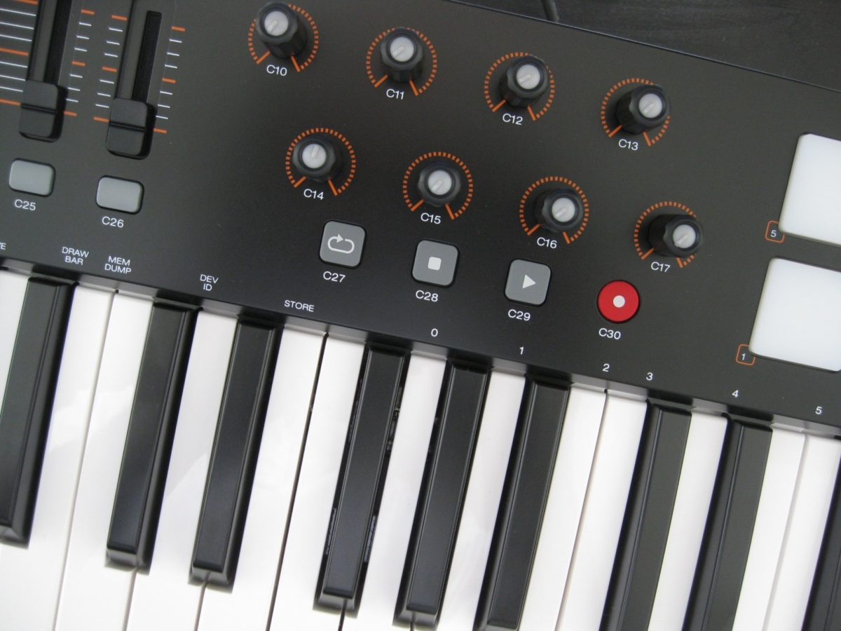 Auch die acht Drehregler können frei mit MIDI-Kommandos belegt werden.