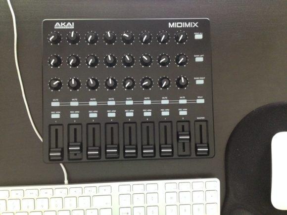 Schön klein und kompakt ist der MIDImix