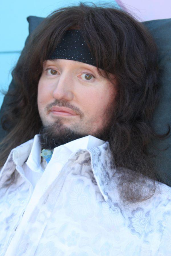 Jason Becker ist mittlerweile an den Rollstuhl gefesselt, komponiert aber weiterhin Musik.