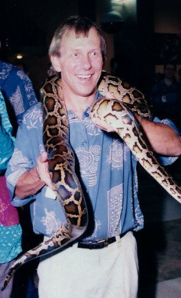 1996 Dave Rossum in Singapur, he likes snakes... He took a boa from the snake charmer to accompany him during the celebration at CREATIVES.