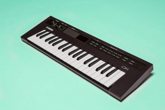test yamaha reface dx fm synthesizer. Black Bedroom Furniture Sets. Home Design Ideas