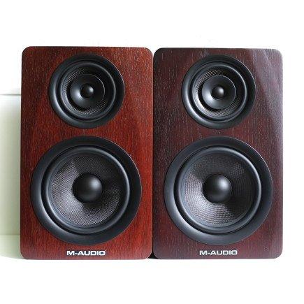 sichtbarer Farbunterschied der beiden M-Audio M3-8