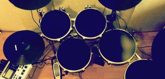 ... bis hin zu E-Drums, dass ist die AMAZONA.de-BEATS -Welt