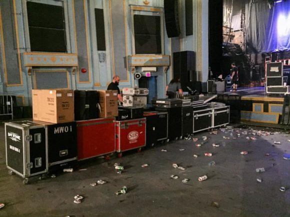 das klassische Chaos nach der Show vor dem Load-in