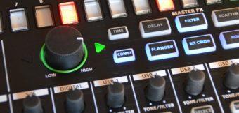 Über den Master-FX-Regler verstellt man die Stärke verschiedener Effektvariationen.