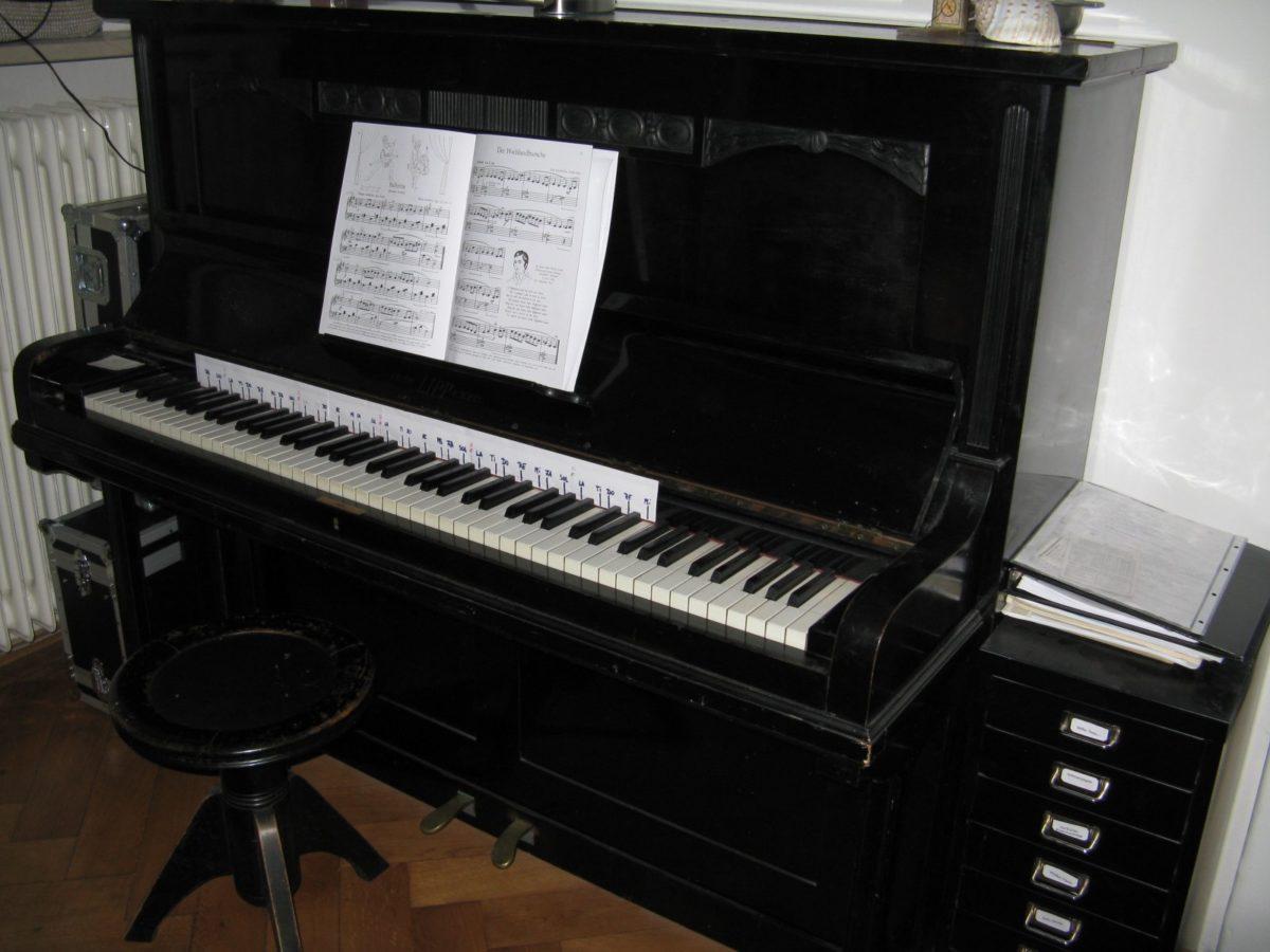 Aber auch ein Klavier findet sich bei Florian im Studio