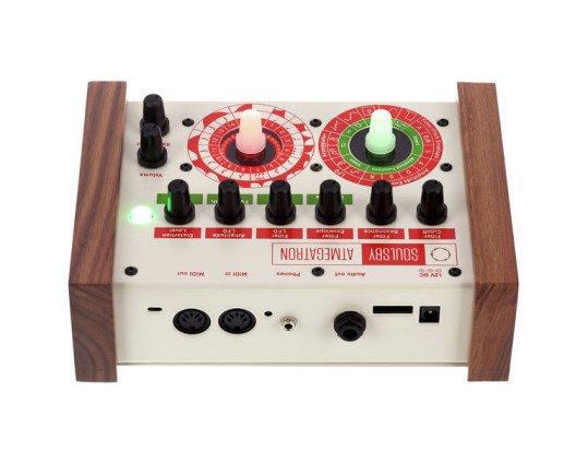 die Anschlüsse - MIDI Duo, Audio-Ausgang mit zusätzlichem Kopfhörerausgang, Netzteilanschluss und FTDI-Schnittstelle