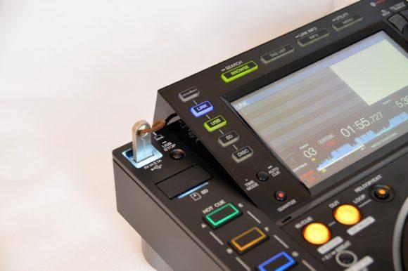 Nun dezenz beleuchtet: USB-Buchse und SD-Karten-Slot