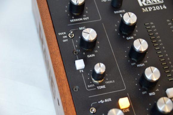 Die Mikrofon-Sektion samt 1-Band EQ und Duck-Schalter.