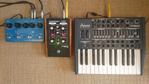 Arturia Minibrute mit Moog moogerfooger MF103 Phaser und TC Electronic Flashback X4 Delay