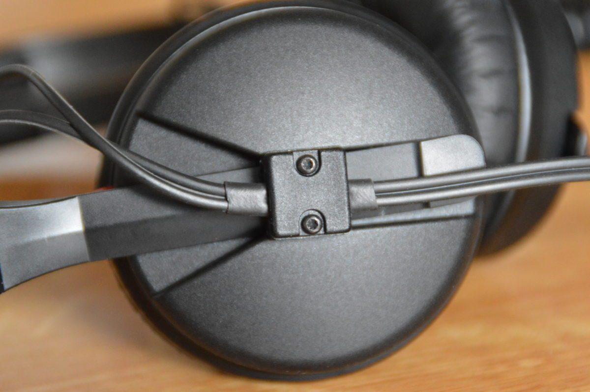 """Beim """"normalen"""" HD-25 ist das flache 1,5-Meter-Kabel installiert."""