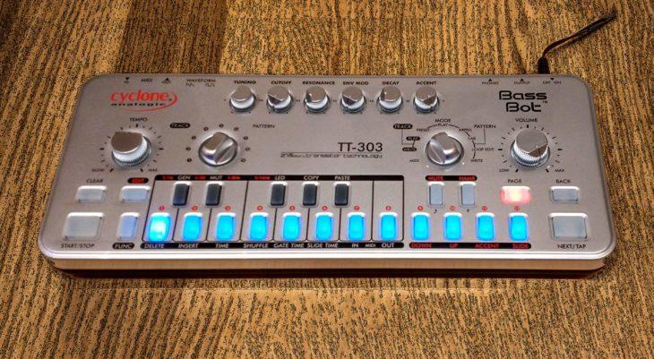 Cyclone Bass Bot TT-303 Blue Leds