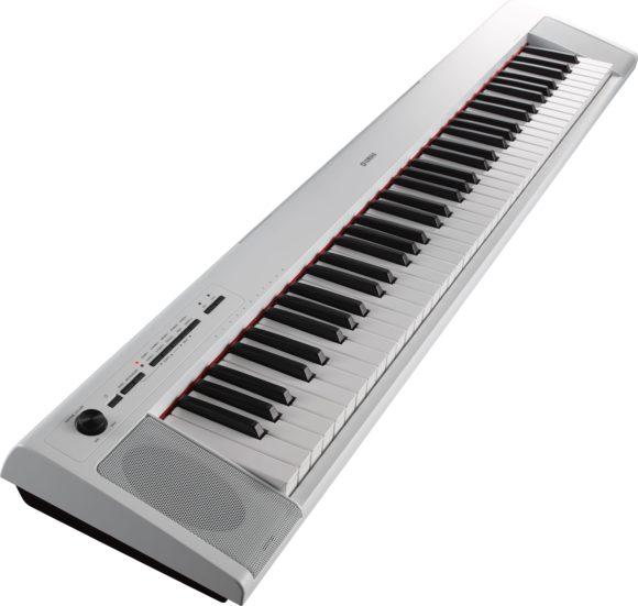 Auch in weiß sind beide Pianos erhältlich