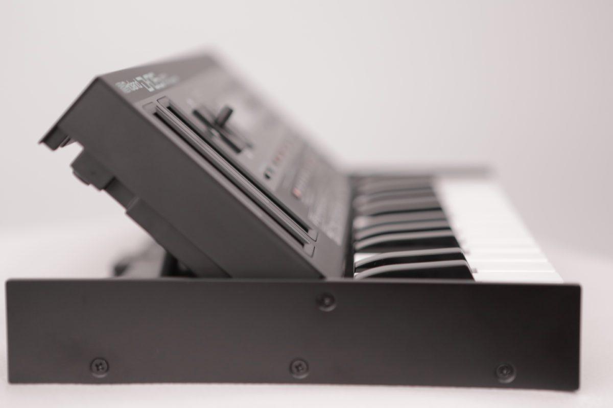 Roland D-05 F