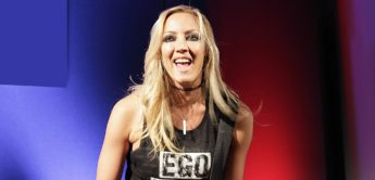 Interview: Nita Strauss, Gitarristin bei Alice Cooper