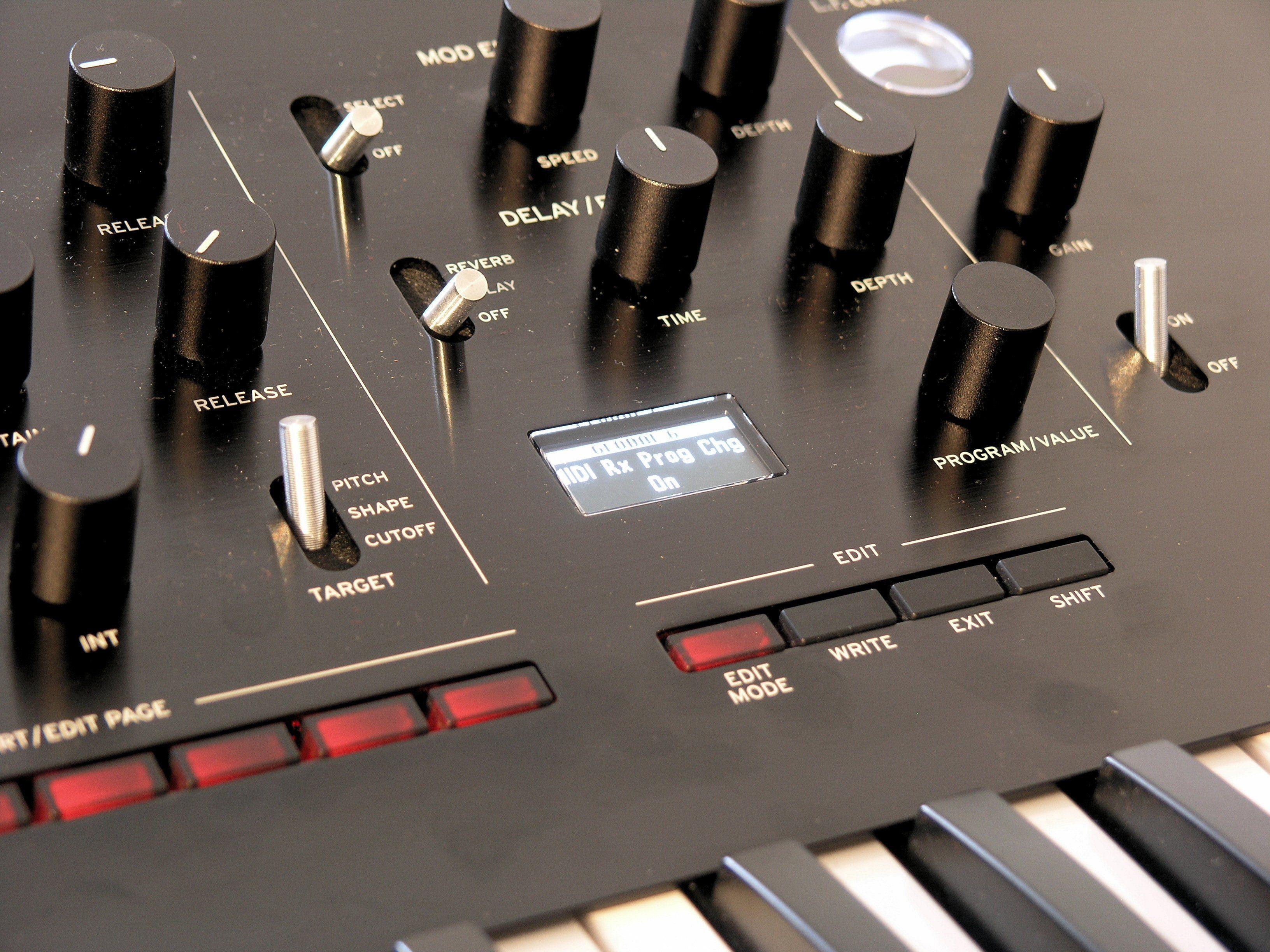 Test: Korg Prologue Hybrid Synthesizer - AMAZONA de