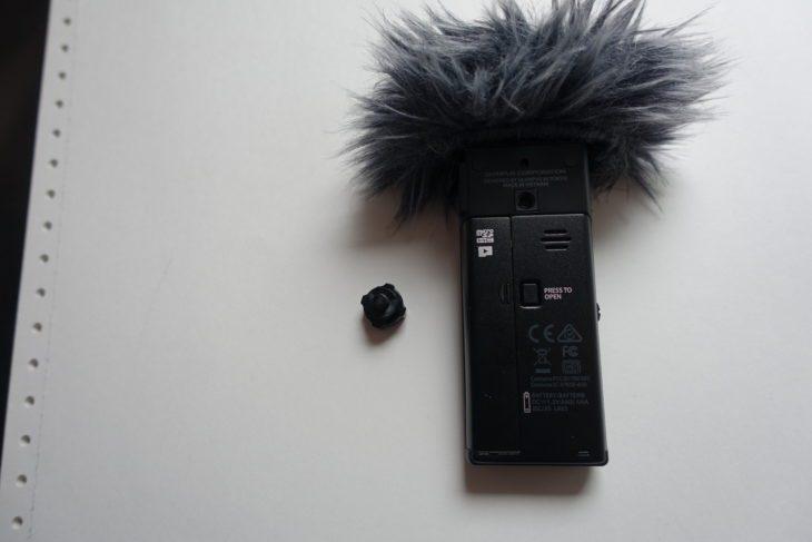 Die Olympus LS-P4 Rückseite mit Adapter