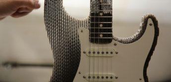 Strat-Gitarre aus Pappe und andere Kuriositäten