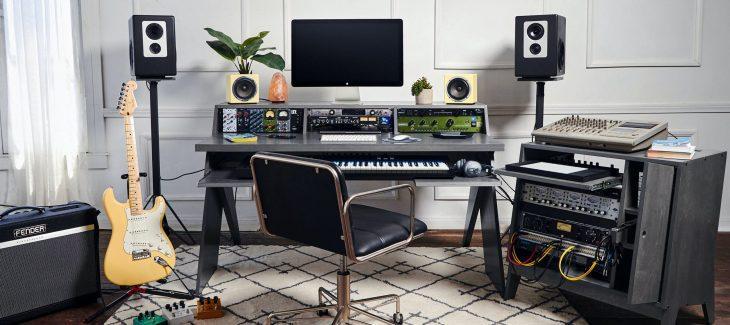 output platform desk