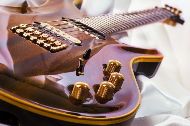 Günstige E-Gitarren für Anfänger
