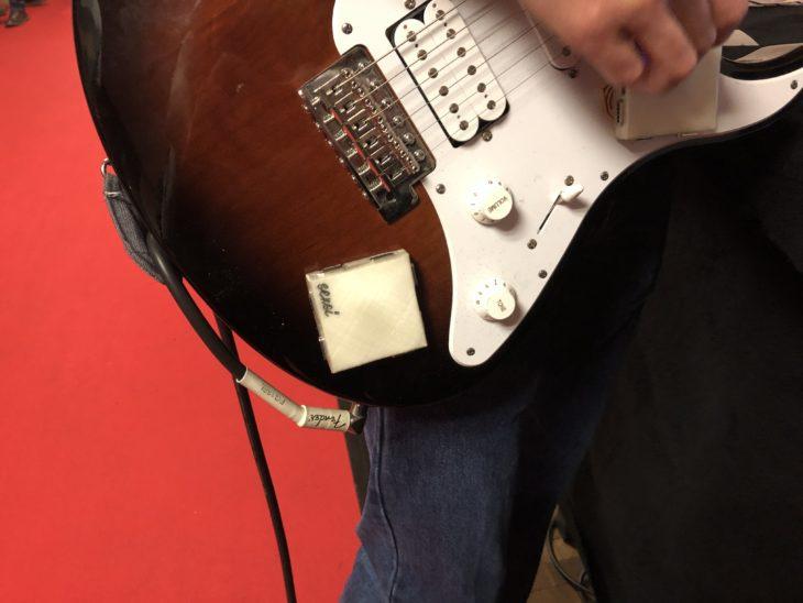 Sensei Sensei M mit Gitarre