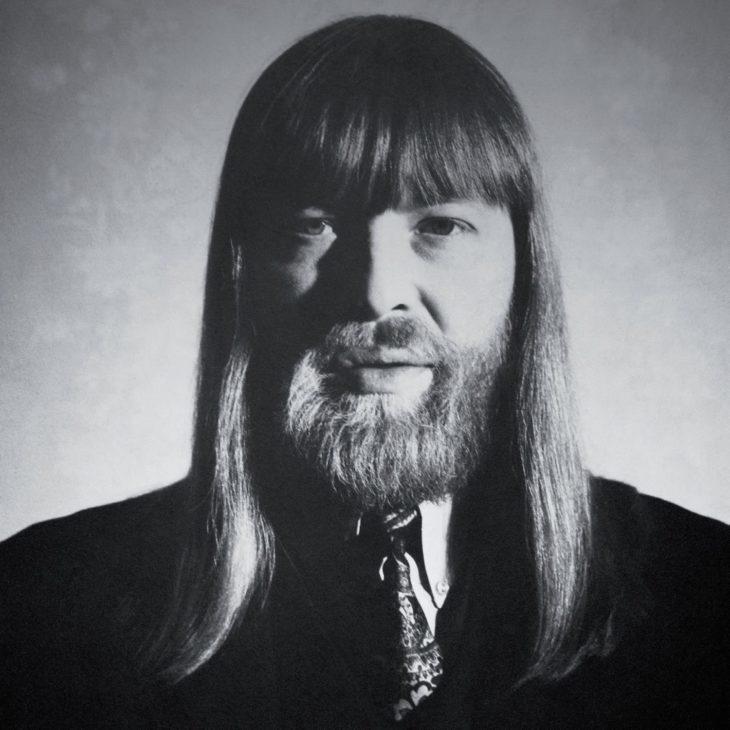 """Das Cover zu """"Who's That Man - A Tribute To Conny Plank"""". Eine 4-CD-Kompilation, die das Schaffen des genialen Produzenten würdigt, der leider mit nur 47 Jahren 1987 an Krebs gestorben ist."""