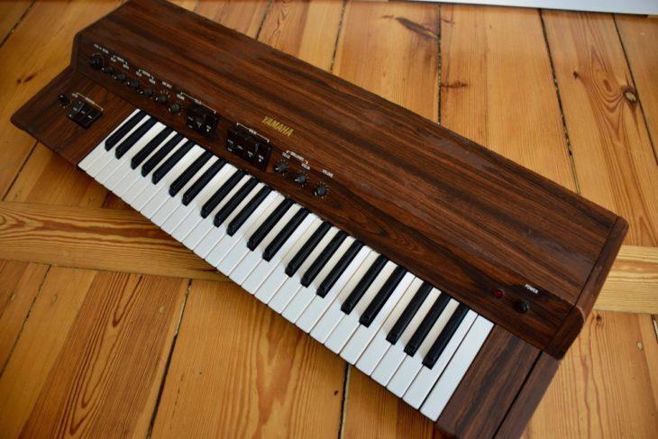Der Yamaha SS-30 String Synthesizer besitzt einen eher kühlen schneidenden Sound.