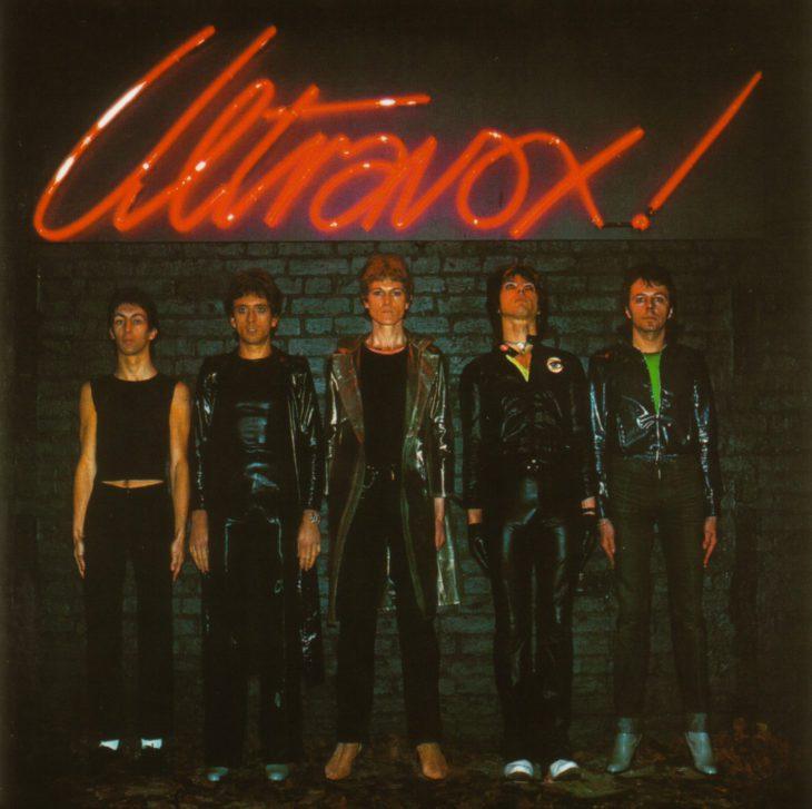 Das Cover der ersten Ultravox-Platte von 1977. Von links: Der damalige Gitarrist Stevie Shears, Bassist Chriss Cros, Sänger John Foxx, Drummer Warren Cann, Keyboarder Billy Currie.