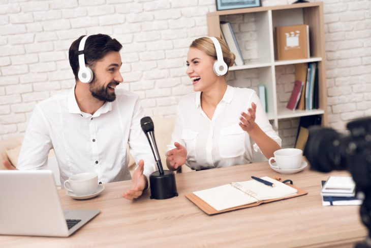 Wie macht man Podcasts Blogs Mikrofone Mischpulte.jpg