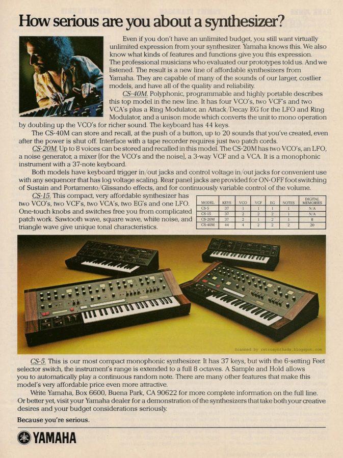Eine Anzeige für den Yamaha CS-40M und den CS-20-M.