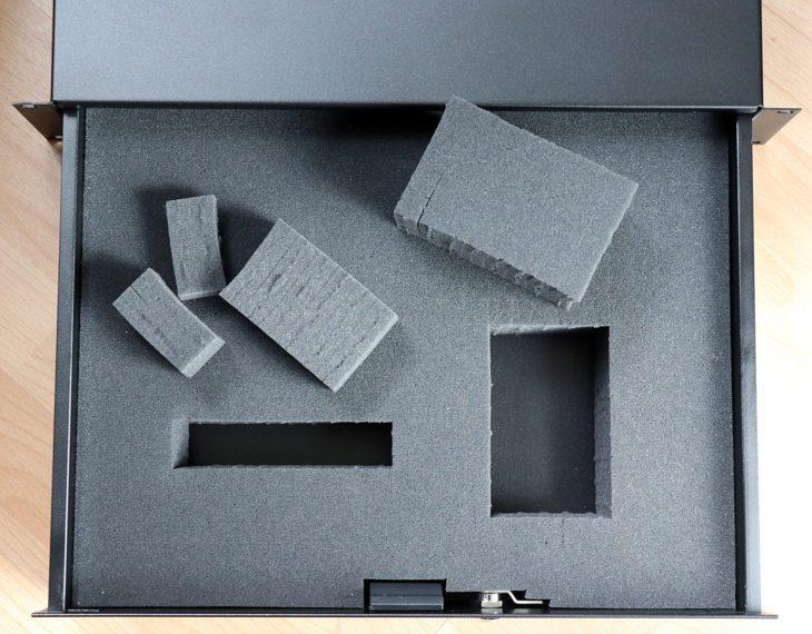 Der Schaumstoff lässt sich durch die Perforation individuell anppassen